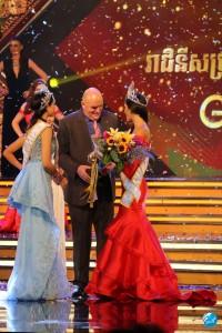 miss-global-2017-barb-coroacao-10