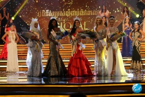 miss-global-2017-royal-court-2